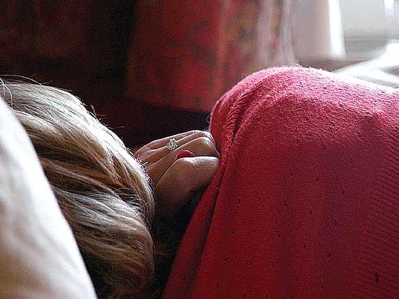 Frauen erinnern sich häufiger und intensiver an ihre Träume als Männer.