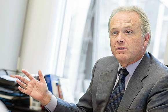 Der Rechtsanwalt und Abgeordnete der PSOE ist seit 2004 im Europaparlament und von 2009 bis 2014 Mitglied im Ausschuss für Wirtschaft und Währung.