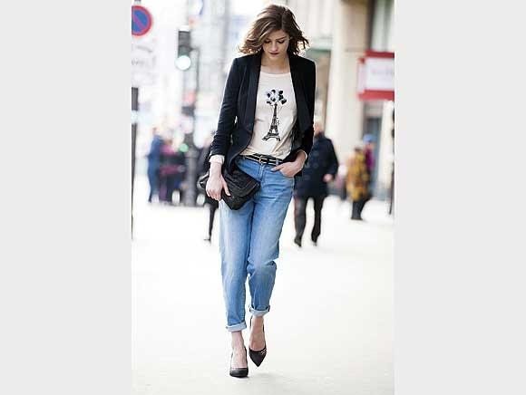 Lässiger Chic: Gekrempelte Jeans im Fade-put-Look, dazu ein Blazer im Smoking-Stil. Von La Redoute
