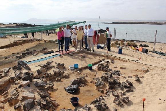 In den nächsten drei Jahren werden die Forscher Stück für Stück abtragen, um der Vergangenheit der Insel ein weiteres Stückchen näher zu kommen.