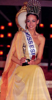 Miss Tenerife 2004 will now go forward to the national finals hoping to win Miss España