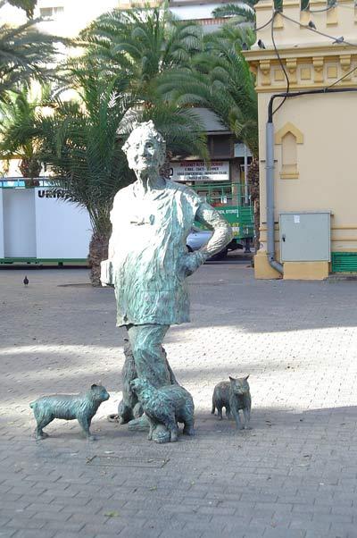 A statue to Lolita in Santa Catalina Park