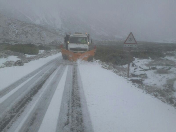 Schnee und Eis auf der TF-21 oberhalb von La Orotava.