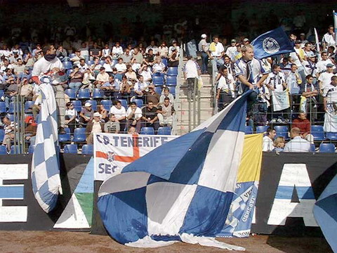 Hardy fans keep the blanquiazul flag flying despite some disappointing results