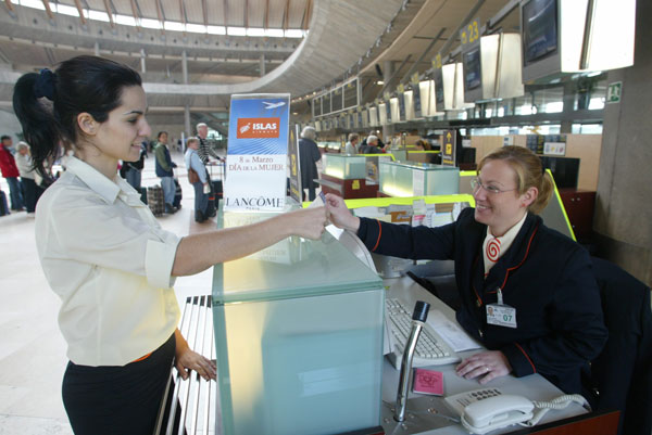 Lucky ladies were treated to presents from Islas Airways on International Womens day