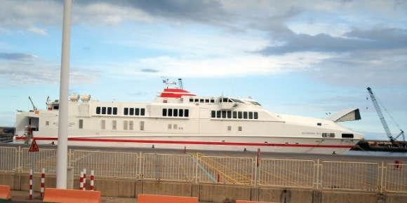 """Die """"Alcántara Dos"""" ist den Bedingungen, die an Fähren auf den Kanaren gestellt werden, nicht gewachsen."""
