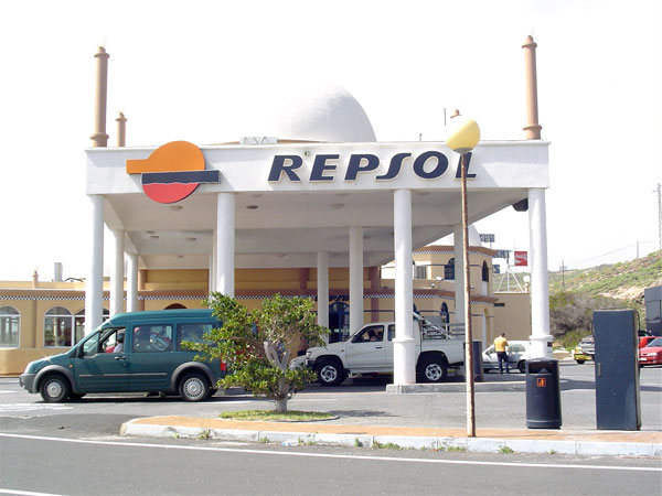 Repsol want to carry out oil prospecting in Canarian waters