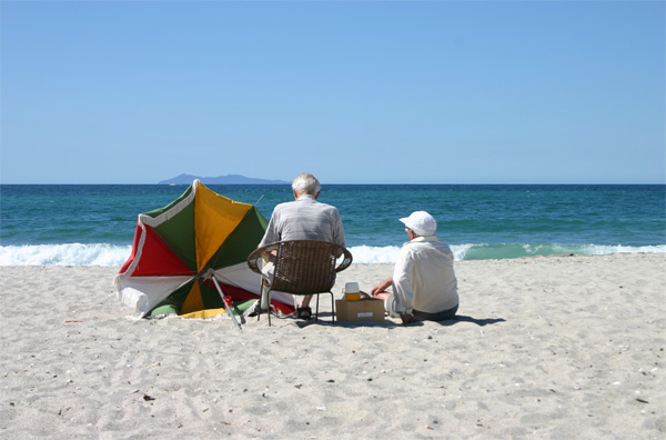 The elderly need to take extra care of their health in the hot weather