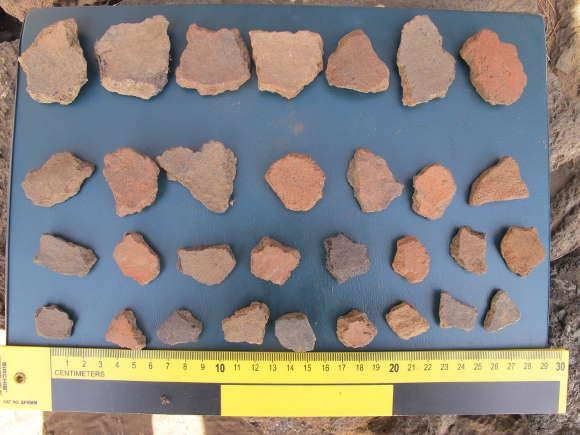 Die beschlagnahmten Mosaikscherben aus Keramik, die möglicherweise aus prähispanischer Zeit stammen.