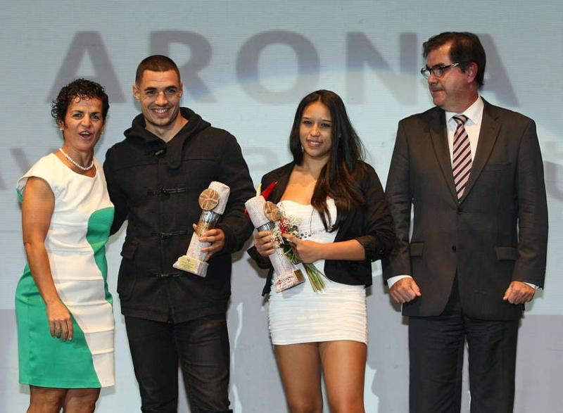 Die beste Sportlerin und der beste Sportler des Jahres 2013 während der Auszeichnung im letzten Jahr.
