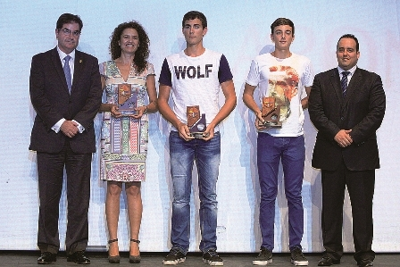 Arona's best male and female athletes with their awards