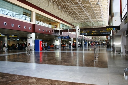 Passengers at Tenerife's airports will receive a half hour free WIFI until January 2015