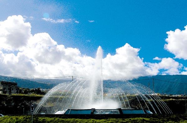 Brunnen bilden das Tor zum Einkaufszentrum in Los Realejos