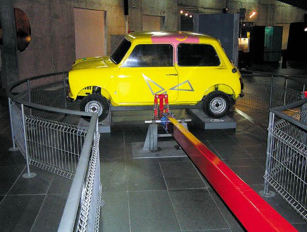 Ein Auto zum Hochheben