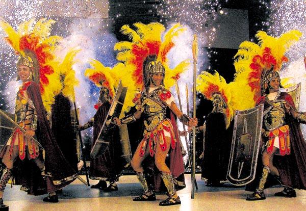 Tanzgruppe als Römer kostümiert