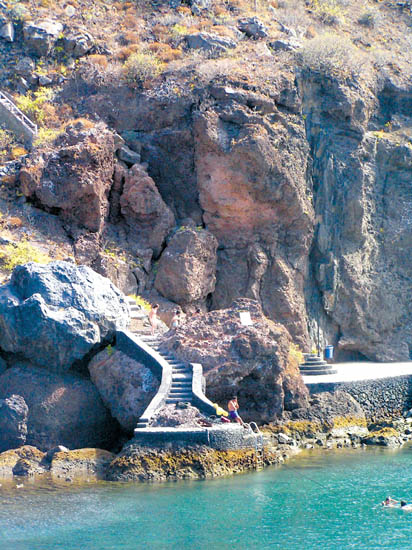 Die Felswand über der Bucht von Tamaduste
