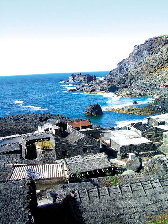 Von oben wirkt die Siedlung Calcosas wie ein altes Fischerdorf