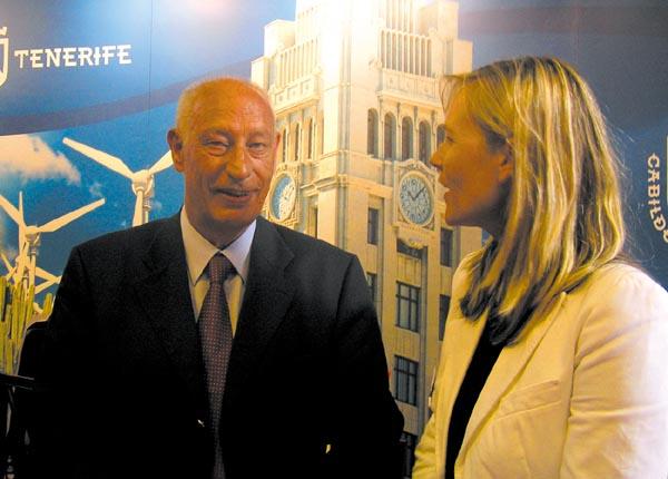 DRV-Präsident Laepple im Gespräch mit Teneriffas Tourismus-Direktorin Antje Groch