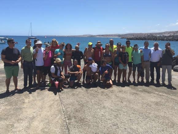 Glückliche Teilnehmer nach der Ankunft im Hafen der Hauptstadt Puerto del Rosario.