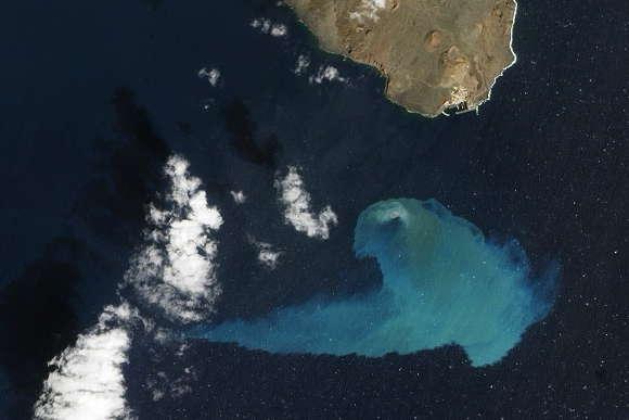 Wasserverfärbungen durch submarinen Vulkanausbruch vor El Hierro.