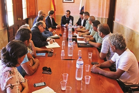 Fuerteventura's fishermen called for the emergency meeting