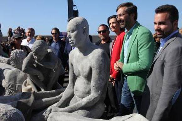 Die ersten Skulpturen wurden zu Wasser gelassen.