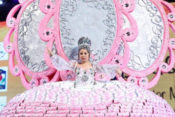 Die Karnevals-Königin von Arona 2016.