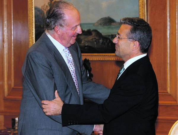 Der spanische König Juan Carlos I. und der kanarische Präsident Paulino Rivero bei ihrem Treffen im Palacio de Zarzuela in Madrid
