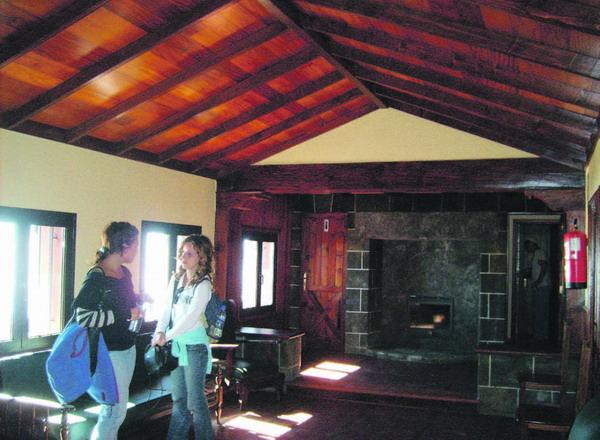 In der Hütte findet man nicht nur Schutz, sondern auch Wanderer-Komfort