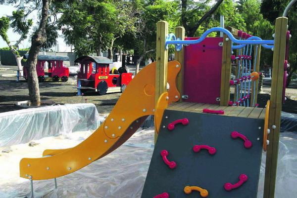 Spielzonen für die Kinder werden derzeit auf der Plaza de España installiert
