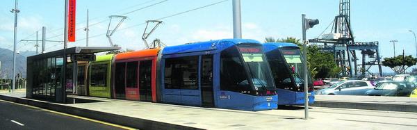 Die Linie Eins der neuen Straßenbahn startet vor der TITSA-Station in Santa Cruz und verläuft bis zur Trinidad in La Laguna