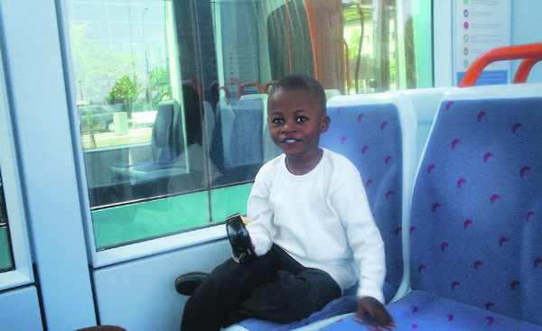 Auch die Kleinen fahren gerne in der neuen Straßenbahn