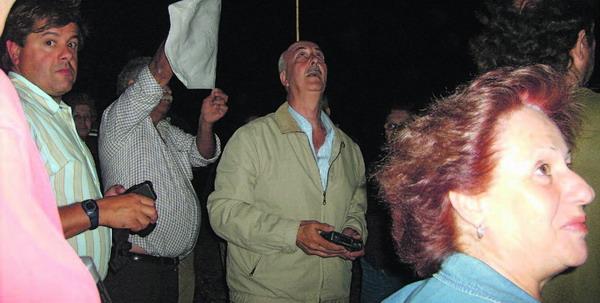 Neugierige und Interessierte finden sich um Mitternach ein, um gemeinsam mit Don Horacio den Nachthimmel zu beobachten