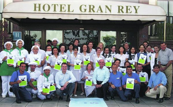 Die Belegschaft des Hotels Gran Ray mit den wohlverdienten Auszeichnungen