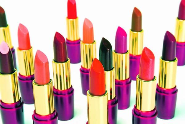 Vielfalt in den schönsten Tönen – das Angebot an klassischen und modernen Tönen für den Lippenstift ist immens