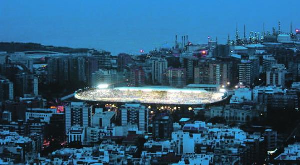 Das Stadion Heliodoro Rodríguez López im Stadtteil Ofra in Santa Cruz am Abend