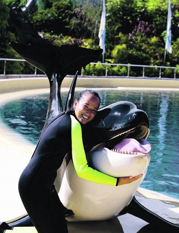 Claudia Vollhardt ist Meeresbiologin und arbeitet seit einiger Zeit im Loro Parque als Orca-Trainerin