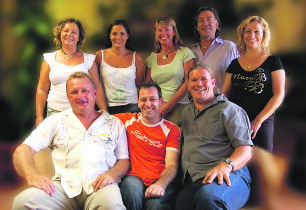 Das Team von Qfm - oben rechts Roxana Barreiro - unten links Brian Harrison - unten Mitte Eddie Meyer