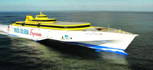 Der Benchijigua Express fährt regelmäßig zwischen Teneriffa und La Gomera hin und her