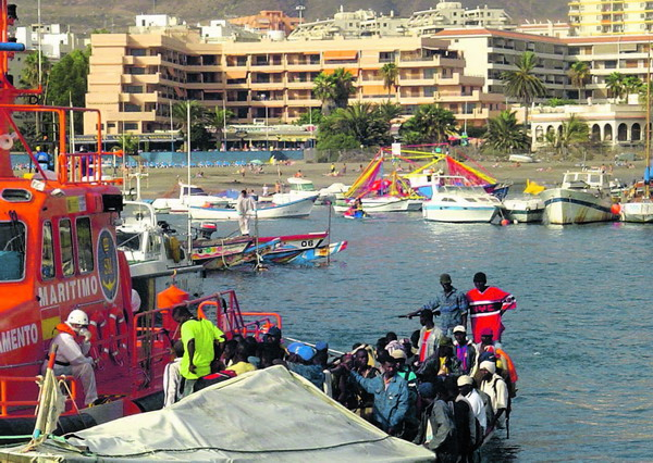 Was im Hafen von Los Christianos oft vorkommt, ist auf La Palma eine ausgesprochene Seltenheit – die Ankunft illegaler Immigranten aus Afrika