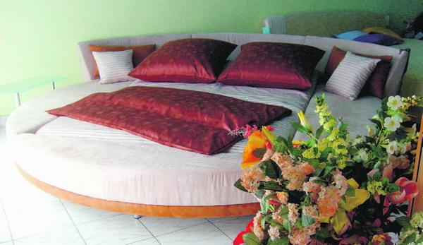 Auch Spezielles - wie dieses runde Supersize-Bett findet man bei Hammerer