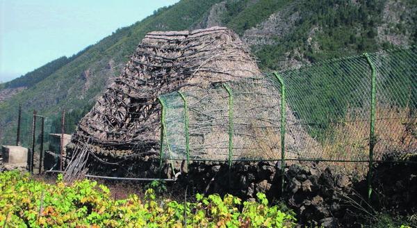 Es waren kleine bescheidene Hütten, die den Menschen Anfang bis etwa Mitte des letzten Jahrhunderts Schutz vor Wind und Wetter boten.