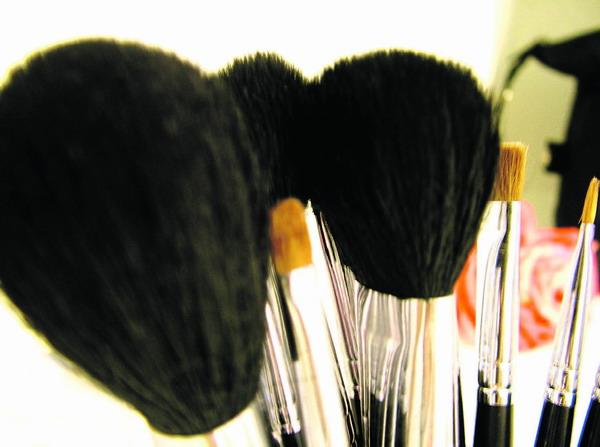 Ein Muss für das Make-up sind die richtigen Schwämmchen und Pinsel