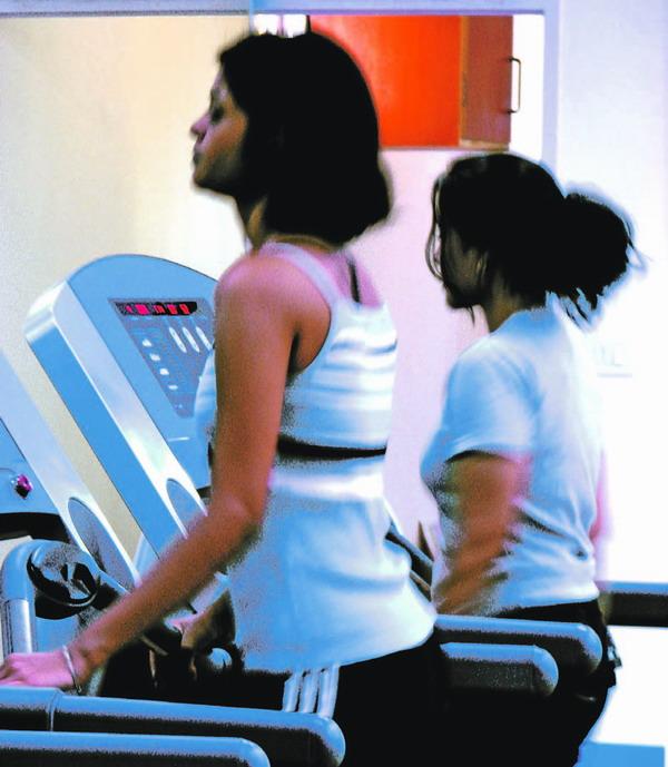 Regelmäßiges Fitnesstraining hält gesund und schlank