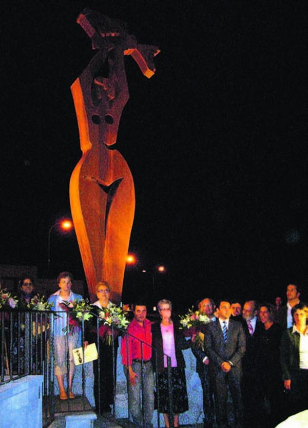 Im Anschluss an die Enthüllung der anmutigen Fischersfrau konnten die Zuschauer auch erstmals die neue Ornament-Beleuchtung des alten Stadtkerns bewundern.