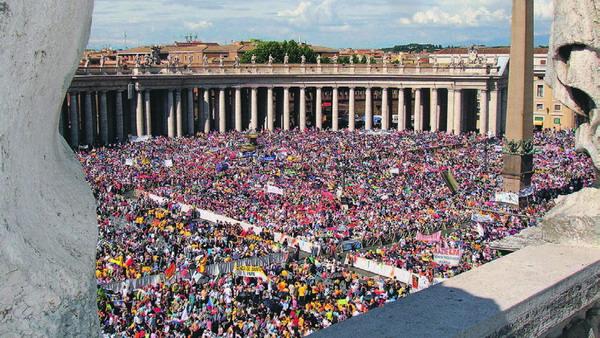 Tausende Menschen bei der Seligsprechung