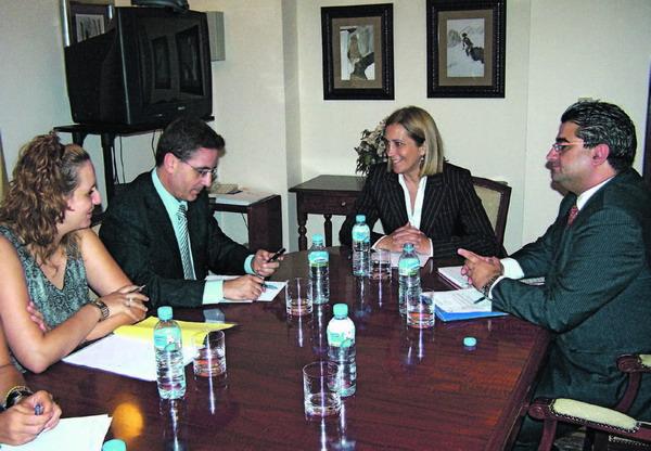 Aronas Bürgermeister und Gesundheitsrätin trafen sich mit der regionalen Gesundheitsministerin und dem Vorsitzenden des Apothekerverbands