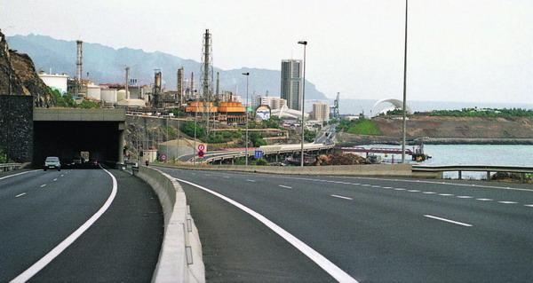 Auch die Raffinerie von Santa Cruz de Tenerife muss ihre CO2-Emissionen bis 2012 deutlich senken