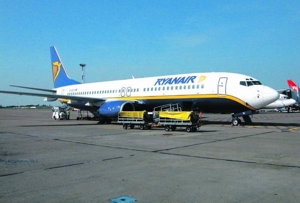 Die irische Ryanair fliegt oft Flughäfen an, die von den Metropolen weit entfernt sind
