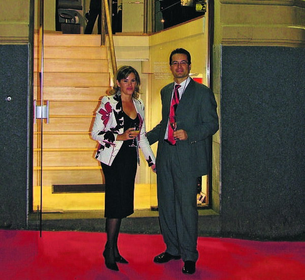 Rod und Ceron führen den neu gestalteten Bang & Olufsen Store auf der Plaza España